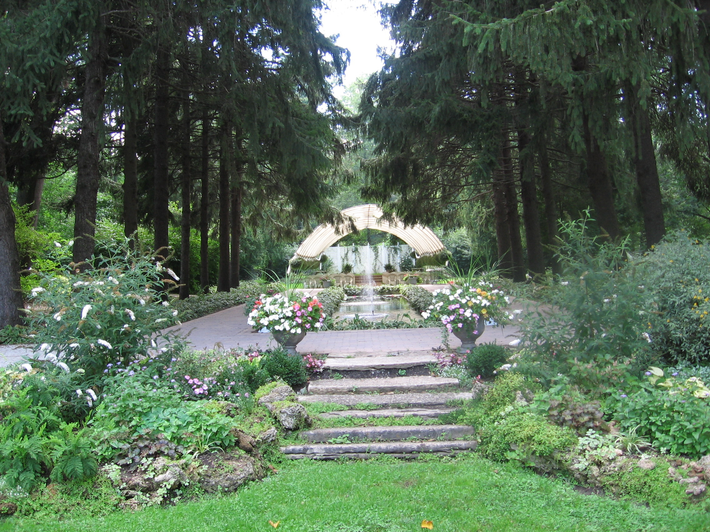 Non traditional weddings nontraditionalwedding for Beautiful gardens to get married in